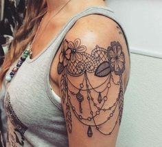 Suzi Tattoo ▷ 1001 + idées de tatouage dentelle impressionnant, ▷ 1001 + idées de tatouage dentelle impressionnant tatouage bras femme, tatouage épaule, fleurs et pendentifs, clés et diamants Art. Henna Tattoo Designs, Henna Tattoos, Mandala Tattoo Design, Mehndi Tattoo, Top Tattoos, Trendy Tattoos, Popular Tattoos, Body Art Tattoos, Small Tattoos