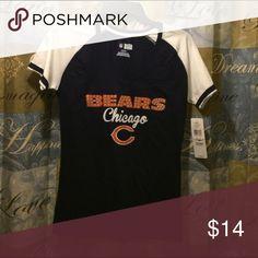 Woman Chicago bears T-shirt small V-neck woman's Chicago bears T-shirt size small Tops Tees - Short Sleeve