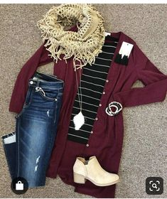 Long burgundy cardigan, black striped t-shirt, skinny jeans, sand color chelsea … - Fashion Style Outfit Jeans, Jean Jacket Outfits, Maroon Shirt Outfit, Look Fashion, Fashion Models, Fashion Outfits, Womens Fashion, 40s Fashion, Fashion Stores