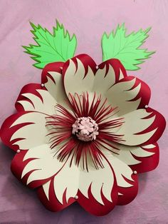 Crepe Paper Flowers Tutorial, Paper Flowers Craft, Large Paper Flowers, Paper Flower Wall, Giant Flowers, Paper Roses, Flower Crafts, Diy Flowers, Metal Flowers