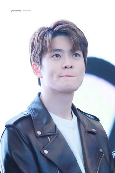 It is better to live rich than to die rich But i scared to lose you. Kim Jung, Jung Yoon, Jaehyun Nct, Taeyong, Nct 127, Park Ji Sung, Valentines For Boys, Jung Jaehyun, K Idol