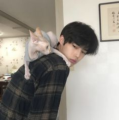 boy, cat, and fashion image Cute Asian Guys, Cute Korean Boys, Pretty Asian, Asian Boys, Cute Guys, Korean Boys Ulzzang, Ulzzang Boy, Korean Men, Korean Style