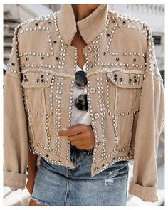 Lässigen Jeans, Mode Jeans, Outfit Jeans, Mode Ootd, Denim Jacket Fashion, Studded Jacket, Collar Designs, Fashion Outfits, Womens Fashion