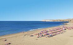 Playa del Inglés smukke strande må bare nydes med en god bog. Her er det fineste sand, så du behøver ikke nødvendigvis en solstol og så er der ikke langt til restauranterne, når sulten melder sin ankomst. Se mere på www.apollorejser.dk/rejser/europa/spanien/de-kanariske-oer/gran-canaria