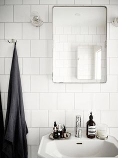 snapshots hantverk badrum funkis recept senaste Une maison fraiche et douce – Lili in wonderland Bad Inspiration, Bathroom Inspiration, Bathroom Interior, Interior Design Living Room, Interior Livingroom, Contemporary Interior, Regal Bad, Bad Styling, Interior Minimalista