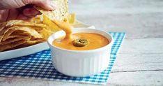 Ντιπ Τυριού για Νάτσος! Έτοιμο σε 10 Λεπτά   womanoclock.gr Chili Cheese Nachos, Nacho Cheese Sauce, Vegan Cheese Sauce, Vegan Nachos, Creamy Cheese, Vegan Foods, Food Print, New Recipes, Snacks