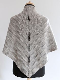Free Pattern: Skoosh by Amanda Clark. A triangular shaped shawl, worked in one piece, from the top down. by Carmen Perry Please check this Shuttermonkey Designs Discussion Thread to find out the latest discounts and& promotions currently running on my des Poncho Crochet, Poncho Knitting Patterns, Knit Or Crochet, Knitted Shawls, Knit Patterns, Crochet Vests, Poncho Shawl, Crochet Edgings, Capelet