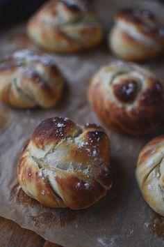 How To Help Keep Family Members Recipes - My Website Easy Bread Recipes, Vegan Recipes Easy, Homemade Bread Buns, Best Homemade Burgers, Crispy Rolls, Bakery Muffins, Vegan Breakfast Recipes, Different Recipes, Bread Recipes