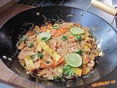 Pad Thai -ryžové rezance s krevetami ,kuracím mäsom  a zeleninou