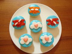 Father's day cupcakes, decorated with fondant in an airplane cloud theme for dad. Cupcake Recipes, Cupcake Cakes, Airplane Cupcakes, Fathers Day Cupcakes, Sweet Bakery, Cheesecake Brownies, Third Birthday, Cute Food, Kids Meals