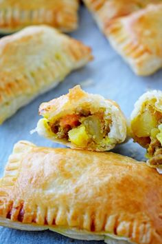 Each baked curry puff is loaded up with mince, spices and root vegetables. The filling is then wrapped in puff pastry and baked until golden and delicious. Savory Pastry, Puff Pastry Recipes, Savoury Baking, Flaky Pastry, Indian Food Recipes, Beef Recipes, Baking Recipes, Vegetarian Recipes, Recipies