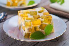 Disfruta con en familia de esta espectacular gelatina mosaico de queso crema con piña. Es muy fácil de preparar y a tu familia le encantará.