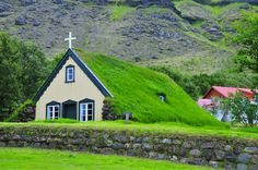 Hofskirkja Church is located on 20 km from Skaftafell National Park. Thus church is build in 1884 and dedicated for St Clement. The architecture is using ancient Irish style. Covering by grass, this church is become more beautiful and blend with nature view. #green #greencover #church #gerejahijau #greenarchitecture #arsitektur #gereja #gerejakuno #natural