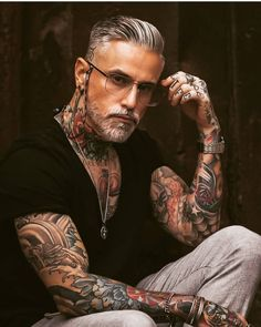 Hot Inked Girls, Inked Men, Old Men With Tattoos, Tattoos For Guys, Grey Hair Beard, Shaved Head With Beard, Older Mens Hairstyles, Handsome Older Men, Just Beautiful Men