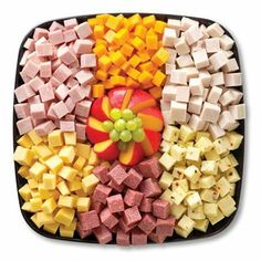 「pepperoni sausage and cheese cubes platter」的圖片搜尋結果 Meat And Cheese Tray, Meat Trays, Food Platters, Cheese Platters, Cheese Cubes, Party Trays, Snacks Für Party, Appetizers For Party, Appetizer Recipes