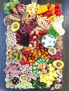 I am majorly into making these Ultimate Snack Platters! They are such a fun and easy way to set out tons of food that everybody can just pick at to get all… Crudite Platter, Snack Platter, Party Food Platters, Charcuterie Platter, Charcuterie And Cheese Board, Food Trays, Snack Trays, Platter Ideas, Party Trays