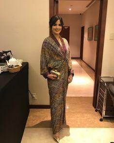 it looks nia ramadhani s 10 best urban mum looks indonesia tatler 641340803158199362 Kaftan Batik, Batik Kebaya, Kebaya Dress, Blouse Batik, Batik Dress, Batik Fashion, Abaya Fashion, Fashion Dresses, Kaftan Designs