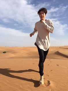 Jin ❤ [Bangtan Tweet] He looks beautiful doing anything! Dasi run, run, run Seokjin!!! (picture of Jin from when they were in Dubai) #BTS #방탄소년단