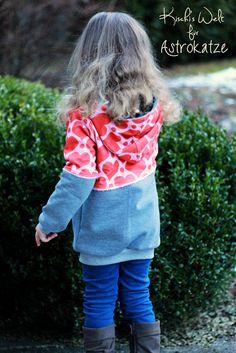"""Sweet Heart-Wintersweat von #ASTROKATZE / Nähbeispiel von """"Kischi's Welt"""" / #sweetheart #herzen #herzchen #hearts #herzchenstoff #stoffdesign #textildesign #organiccotton #rot #rosa #red #pink #diy #sewing Stoff Design, Hearts, Pink, Style, Fashion, Textile Design, World, Swag, Moda"""