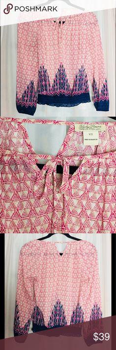"Lucky brand peasant top Lucky v-neck peasant top. 3/4 sleeve. 23"" chest, 20"" length. Feminine geometric print. Size XS, EUC. Lucky Brand Tops"