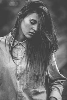 Stefanie Giesinger as Mary Abbott Smoke Photography, Photography Poses Women, Portrait Photography, Senior Girl Poses, Girl Photo Poses, Types Of Portrait, Corporate Photography, Artists And Models, Foto Art