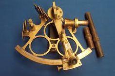 Un sextant est un instrument de navigation à réflexion servant à mesurer la distance angulaire entre deux points aussi bien verticalement qu'horizontalement. Il est utilisé pour faire le point hors de vue de terre en relevant la hauteur angulaire d'un astre au-dessus de l'horizon