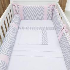 Com o Kit Berço Chevron Contemporâneo Rosa, a mistura de cinza e rosa no quarto de bebê dá personalidade e vida ao bercinho, que se torna o centro das atenções no quartinho!