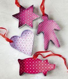 Viettäkää lasten kanssa joulun alla askarteluilta, jossa valmistatte erilaisia joulukuusenkoristeita. Itse tehdyt koristeet ovat myös mainio... Christmas Love, Christmas Crafts, Christmas Decorations, Christmas Ornaments, Holiday Decor, Christmas Ideas, Xmas Tree, Diy Crafts, Crafty