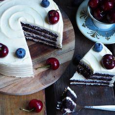 Hei hei hallooo! Her kommer enda en 17.mai oppskrift. Eller, denne kaken bør du lage uansett:) Det som er viktig... Frosting, Waffles, Cake Decorating, Baking, Eat, Breakfast, Desserts, Food, Bread Making