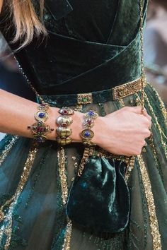 Find tips and tricks, amazing ideas for Elie saab. Discover and try out new things about Elie saab site Gypsy Fashion, Look Fashion, Fashion Details, Fashion Show, Autumn Fashion, Luxury Fashion, Fashion Design, Net Fashion, Fashion Check