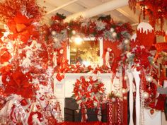 Peppermint Red and White Christmas Tree theme, Direct Export Company, Dallas Market Christmas Decorating http://www.ShowMeDecorating.com