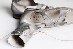 a bohemian leather roman sandals . Nomad Fashion, Grey Fashion, Minimal Fashion, Tap Shoes, Ballet Shoes, Dance Shoes, Schuster, Roman Sandals, Minimalist Chic
