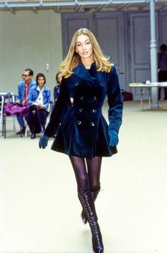 Look Fashion, 90s Fashion, Fashion Show, Vintage Fashion, Fashion Design, Runway Fashion Outfits, Runway Clothing, High Fashion Looks, High Fashion Dresses