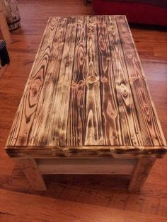 Wooden Pallet Furniture Antique Pallet Coffee Table - To get this basic need on a budget we have here a very spell bounding collection of 15 DIY recycled pallet tables which are all different, graceful and highly Wooden Pallet Projects, Wooden Pallet Furniture, Pallet Crafts, Wooden Pallets, Pallet Ideas, Pallet Wood, Wood Pallet Coffee Table, Pallet Designs, 1001 Pallets
