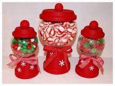 DIY Christmas Candy Holders - Use mini clay pots and glass bowls to create your… Cheap Christmas Crafts, Simple Christmas, Christmas Projects, Holiday Crafts, Christmas Holidays, Christmas Gifts, Christmas Decorations, Christmas Centerpieces, Holiday Fun