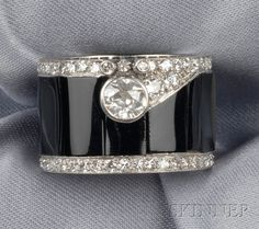 FINE JEWELRY - SALE 2510 - LOT 727 - ART DECO PLATINUM, ONYX, AND DIAMOND RING, COMPOSED OF ONYX PANELS EDGED WITH SINGLE-CUT DIAMONDS AND BEZEL-SET WITH AN OLD MINE-CUT... - Skinner Inc