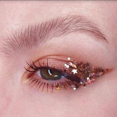 Maquillaje con glitter - Make Up Makeup Goals, Makeup Inspo, Makeup Inspiration, Makeup Tips, Makeup Ideas, Beauty Makeup, Drugstore Beauty, Gem Makeup, Exotic Makeup