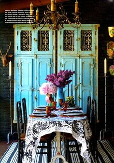 i would love to have this in my house. this dining room is so pretty, i love it<3<3!