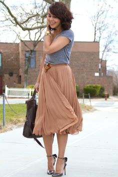 simple gray tee, midi skirt with heels