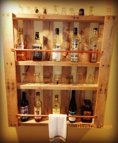pallet hanging mini-bar & glass holder... will look great in my bonus room. I need to get some copper pipe for this and find the perfect pallet. I've got all the rest. :-) 2nd most pinned pin I have…