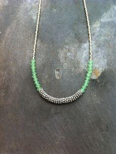 Silver and Pastel Green Necklace. Seed Bead por CoraliBondi en Etsy