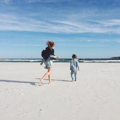 travel photo idea: capture them running on the beach