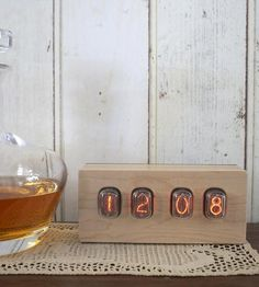 Vintage-nixie-wood-clock-1398347681