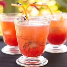 3 cups cranberry-raspberry juice blend or other berry juice      3 cups sparkling water      1 cup thawed frozen strawberries or raspberries, pureed      1 cup crushed ice cubes