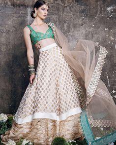 Udaipur Tea Party by Mani K Jassal @natasharamkay @ovyianphotography @ravbbeautyconcepts @manikjassal @majestictoronto #banglezjewelry #banglez #bangles #churiyan #churras #jewelry #jewellery #indianjewelry #pakistanijewelry #southasian #indian #pearl #lct #gold #nofilterneeded #oakville #toronto #earrings #oakvillejewelry #allthingsbridal #weddinginsporation #wedding #bride #bridesmaids #indianpartywear #indianpartywear #accessories #bracelets #bangle #bling #mkj#fashion #couture #ravishing