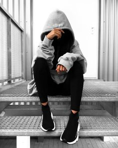 👻 j'adore Who's also in love with big big hoodies ? Portrait Photography Poses, Photography Poses Women, Stylish Girls Photos, Stylish Girl Pic, Girl Photo Poses, Girl Poses, Ft Tumblr, Balenciaga Speed Trainer, Teenage Girl Photography