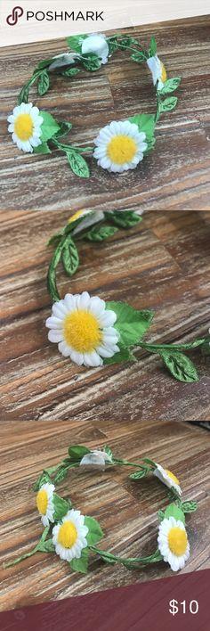 Daisy Floral bun wrap and clip Floral bun wrap and clip. Little daisy flowers adorns this bun clip that circles any bun for fun! Accessories