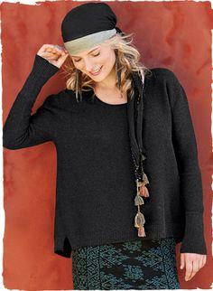 Der krausgestrickte Pimabaumwoll-Pullover mit topaktueller Silhouette – schwungvoll weit, mit schmalen Ärmeln als Kontrast – hat lange Rippenstrick-Bündchen, Seitenschlitze und eine legere gerippte Saumkante, die hinten etwas länger fällt.