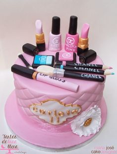 Make up cake. Tarta de Maquillaje Chanel. Gâteau maquillage.