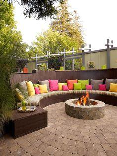 Au coin du feu sur votre #terrasse pour passer de longues soirées en extérieur ! #fireplace